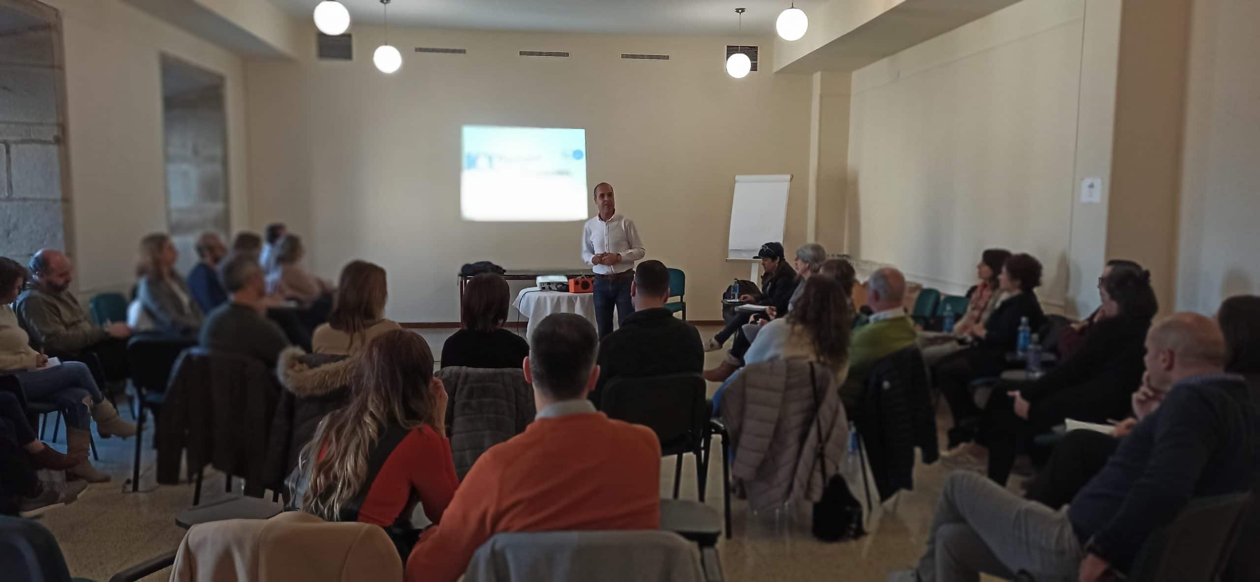 Daniel Álvarez Lamas impartiendo clase de certificación de coaching