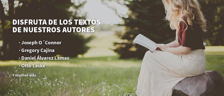 Persona leyendo textos de coaching de Joseph O'Connor, Gregory Cajina, Daniel Álvarez Lamas, Otto Laske en el Observatorio del Coaching